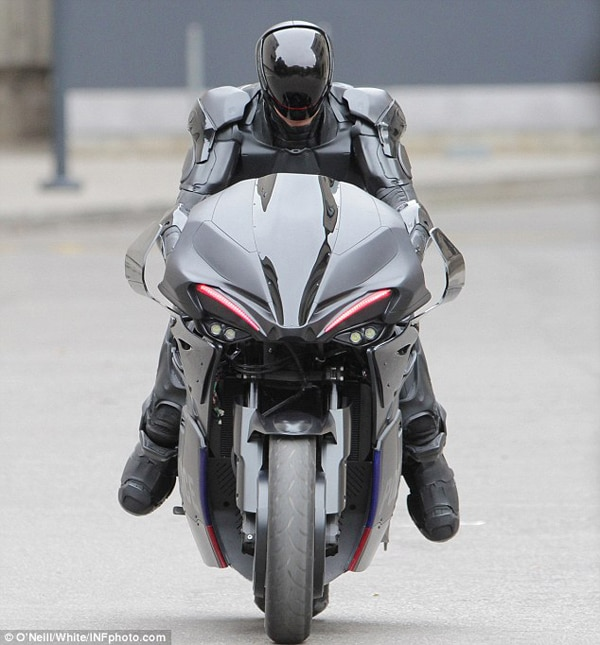 More Behind-the-Scenes RoboCop Imagery Shows off the RoboCycle