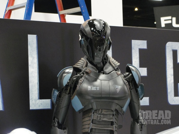 ccrecall1s - San Diego Comic-Con 2012: Total Recall Shows Off New Art, New Still, and Some Wondrous Toys!