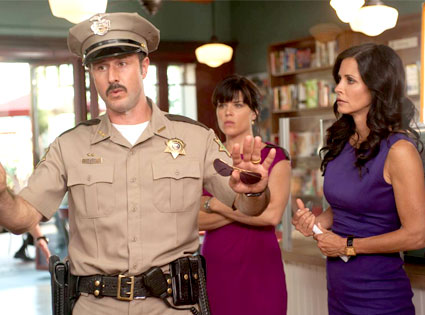 Sheriff Dewey Takes Charge in New Scream 4 Image