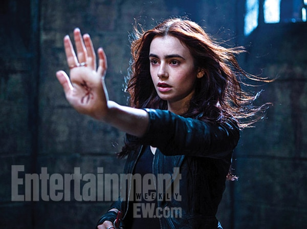 ewmi - First Look at Lily Collins in The Mortal Instruments: City of Bones