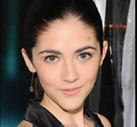 Isabelle Fuhrman Goes from Hunger Games to Healer
