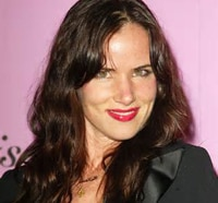 Juliette Lewis Serving Up Drinks in Wayward Pines