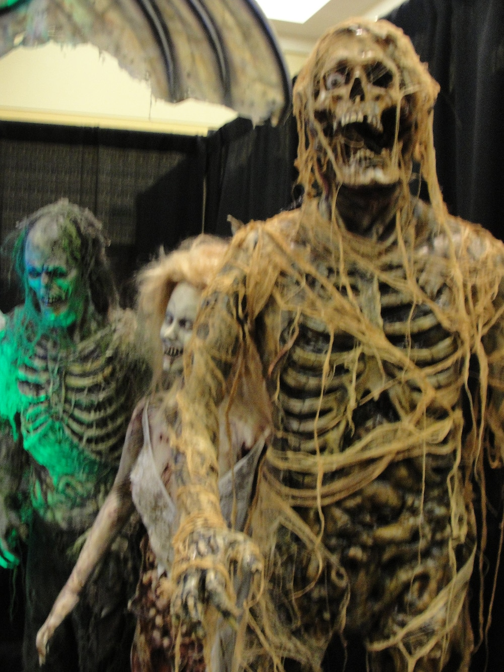 Dread Central Takes You to Monsterpalooza 2011! HUGE Photo Gallery!