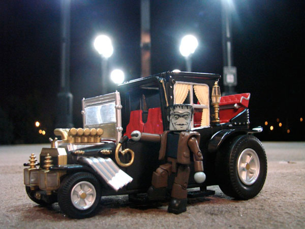 munstermini1a - The Munsters Get Moving in New Minimates Koaches from Diamond Select