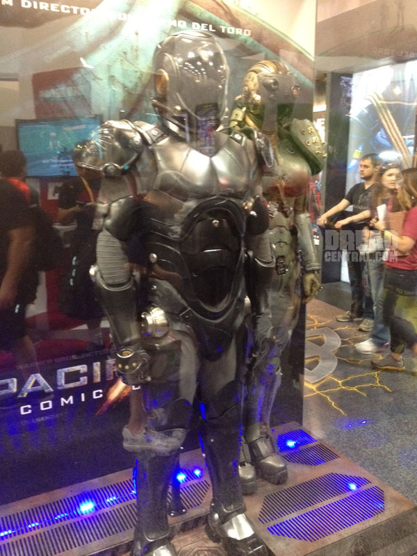 San Diego Comic-Con 2012: Better Look at the Pacific Rim Suits