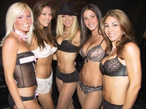These girls have nothing to do with the story, but they sure are easy on the eyes, no?