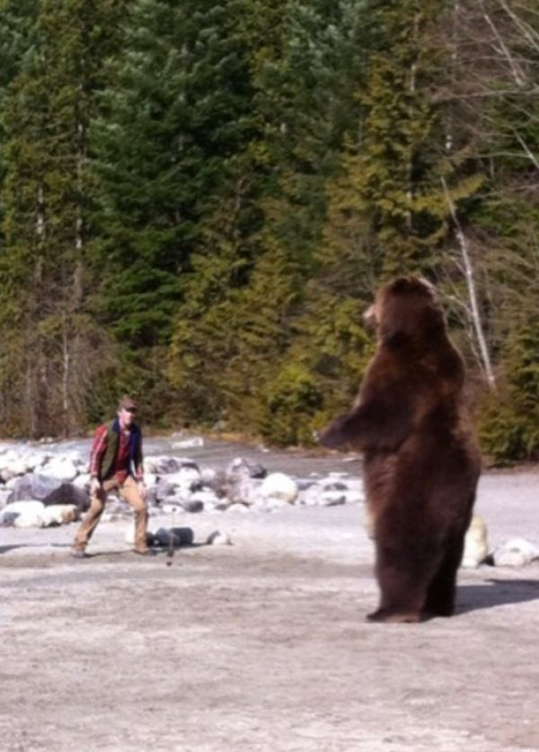 First Behind-the-Scenes Still from Red Machine Features Thomas Jane Going One-on-One with a Grizzly!