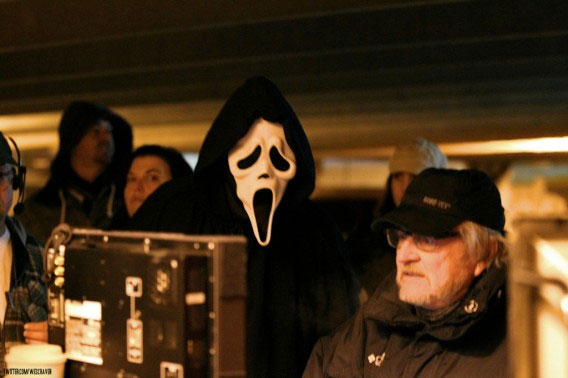 GhostFace Critiques Wes Craven on Set of Scream 4