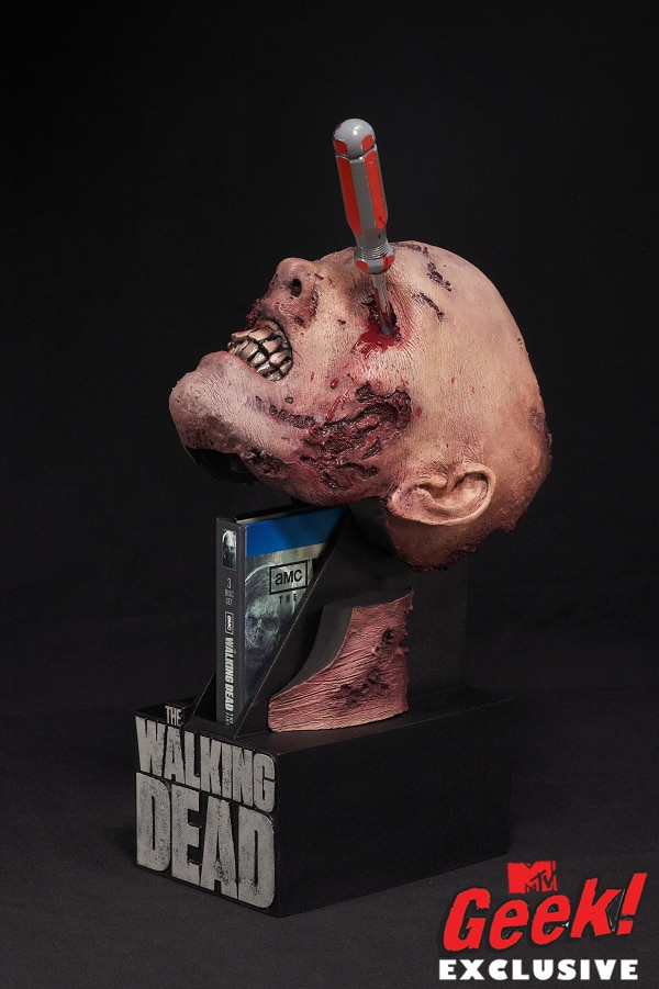 Toy Fair 2012: McFarlane Gives Head to The Walking Dead! - Season 2 Special Edition Blu-ray Case