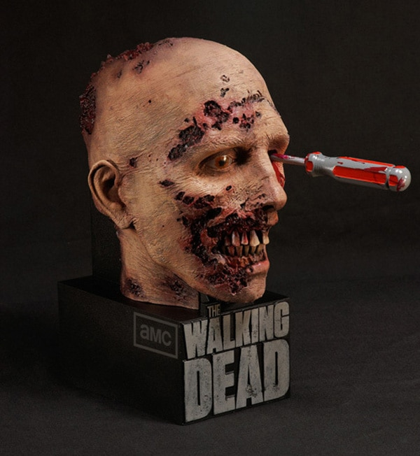 twdcase - EXCL Video: Unboxing The Walking Dead: The Complete 2nd Season Limited Edition Blu-ray Box Set