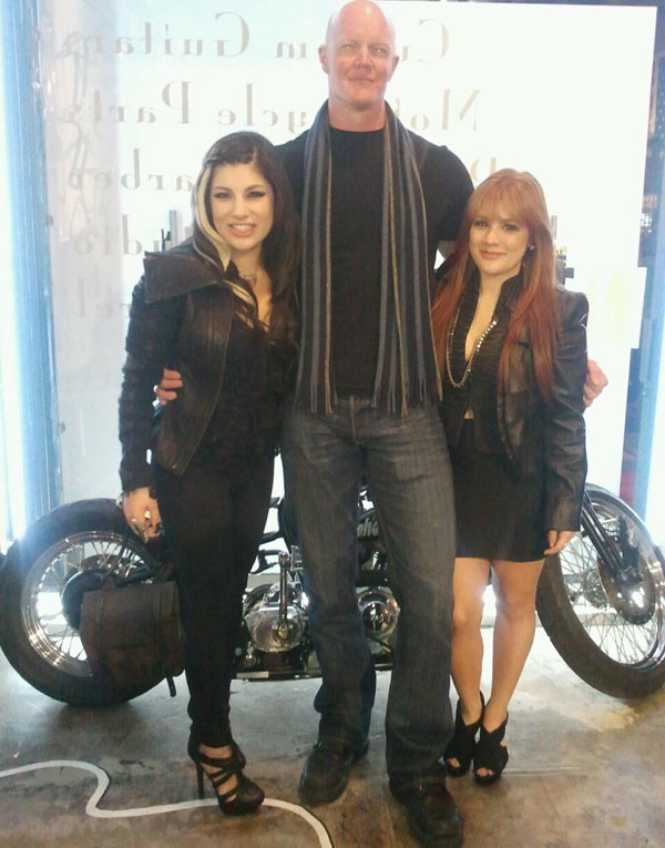 Syd and Taelor Duran with Derek Mears